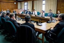 Le premier ministre Justin Trudeau et la ministre des Sciences Kirsty Duncan reçoivent les lauréats de prix CRSNG 2018 le 1 mai à Ottawa